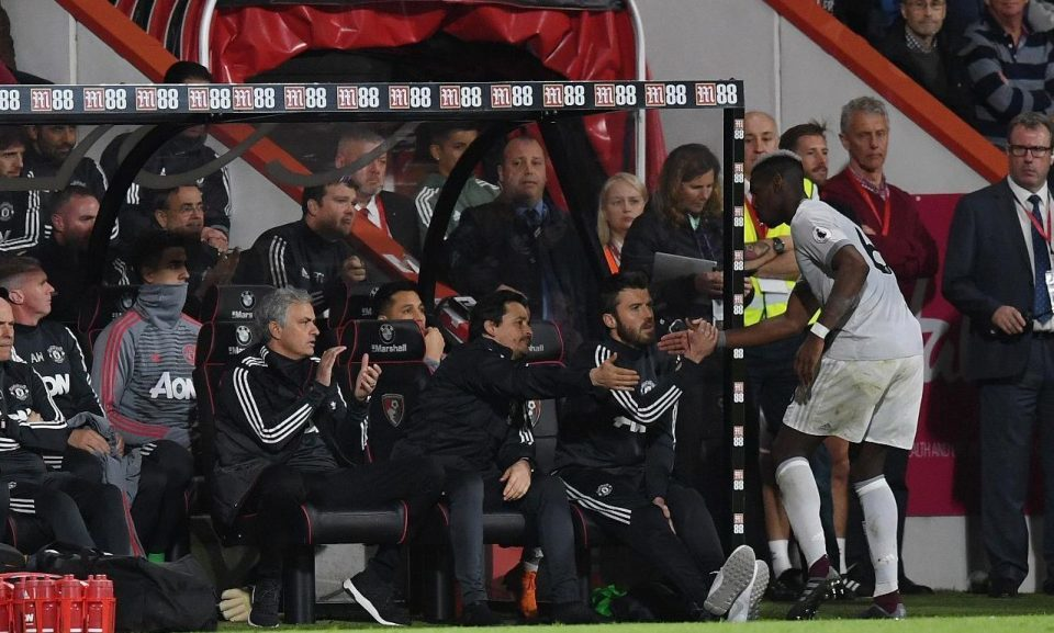 Bị thay ra, Pogba không thèm nhìn mặt Mourinho