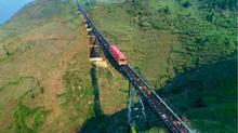 Ngắm trọn Tây Bắc tuyệt đẹp từ tàu hỏa leo núi