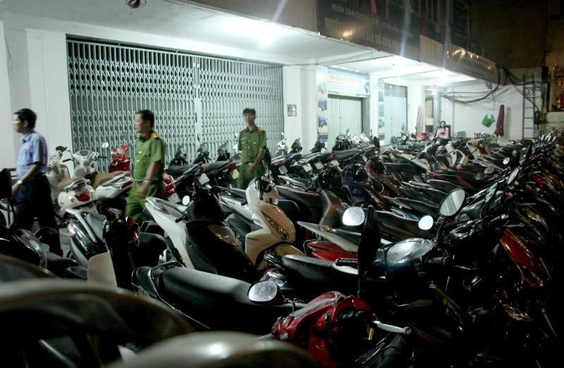Ông Đoàn Ngọc Hải kiểm tra PCCC lúc nửa đêm, xử lý hàng trăm xe máy
