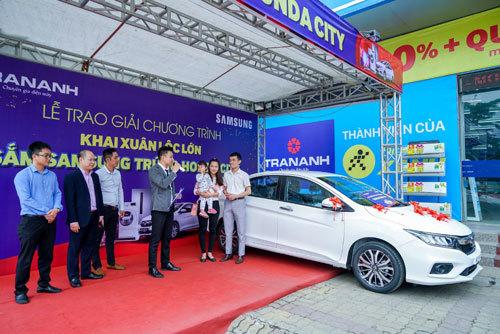 Trần Anh trao giải 'Lộc Samsung - Trúng xe hơi Honda City'