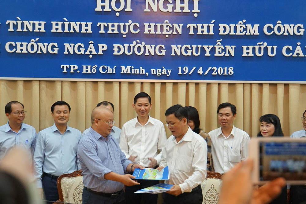 Chưa chốt giá thuê máy bơm chống ngập đường Nguyễn Hữu Cảnh