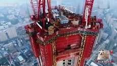'Quái vật leo tường' giúp xây nhà chọc trời siêu tốc