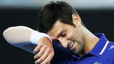 Dominic Thiem tiễn Djokovic rời Monte Carlo