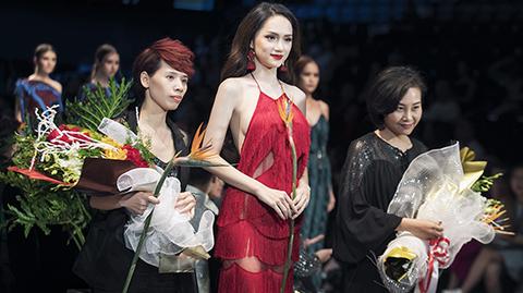 Hương Giang Idol gây bất ngờ khi làm vedette show thời trang