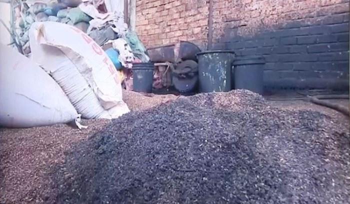 Bộ Nông nghiệp nói gì về vụ cà phê trộn lõi pin?