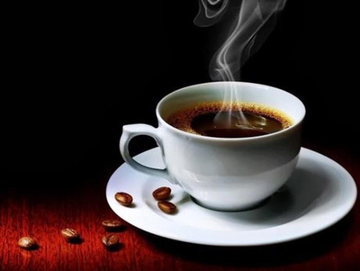 Tay sờ, mũi ngửi phân biệt cà phê giả, tẩm hóa chất