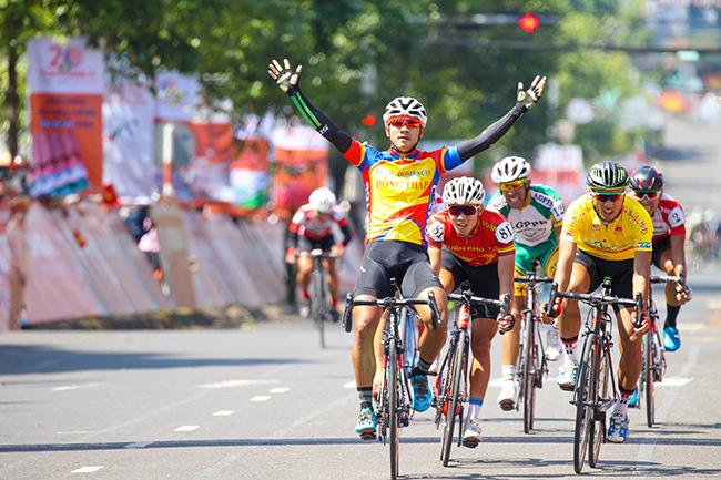 Giải xe đạp TH TPHCM. VUS bất ngờ lấy lại ngôi đầu đồng đội