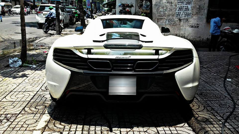Mức giá bán cho McLaren 650S Spider lúc mới về nước không dưới 16 tỷ đồng.