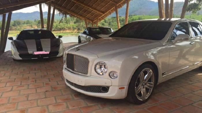 Ông Đặng Lê Nguyên Vũ còn có niềm đam mê đặc biệt với các dòng xe sang như Rolls – Royce.