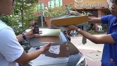 Cùng một chất liệu, 'bìa carton chống nắng' Toyota 1,1 triệu, ngoài chợ 300.000 đồng