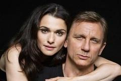 Vợ mỹ nhân của 'James Bond' mang bầu ở tuổi 48