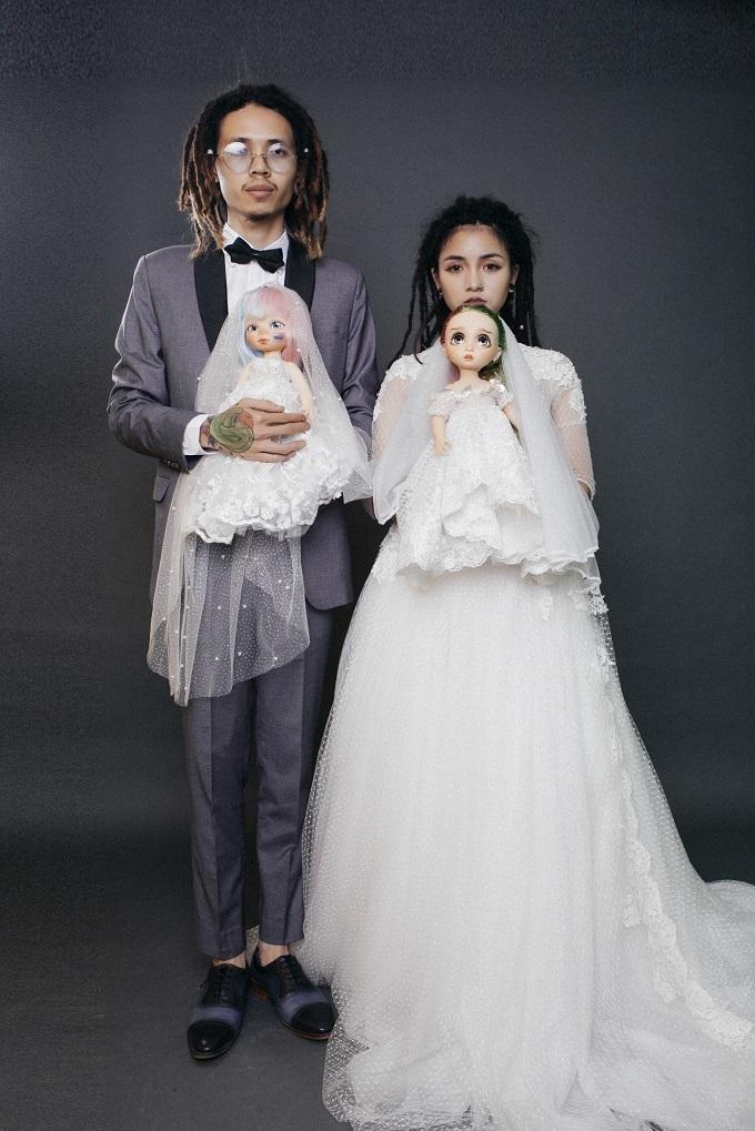 Ảnh cưới bên trăn, nhện của đôi trẻ nuôi nhiều loài bò sát