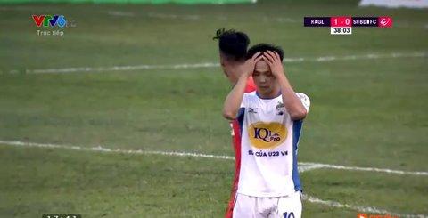 HAGL 1-0 SHB Đà Nẵng: Công Phượng sút bóng dội xà ngang
