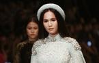 Ngọc Trinh hoá công chúa trên sàn diễn thời trang