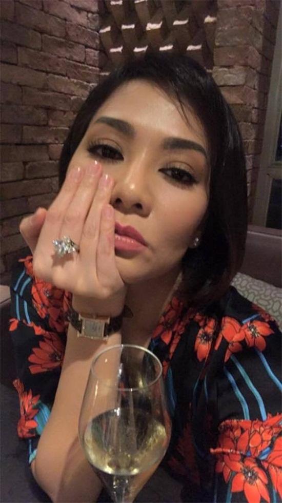 Nhật Thủy,Kiều Minh Tuấn,Thu Minh,Hòa Minzy,Huyền My,làng sao