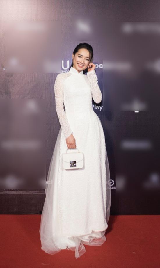 Nhã Phương áo dài trắng tinh khôi, Cao Ngân thần thái như hoa hậu