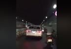 Xe Audi vô tư chạy vào làn xe máy hầm vượt sông Sài Gòn