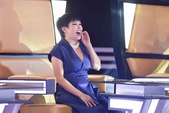 Phương Thanh đợi dịp hôn Lam Trường khi hát chung