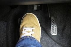 Nguyên nhân nhầm chân ga với chân phanh