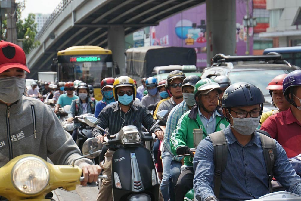 Nghi vấn nam thanh niên đốt xe, cửa ngõ Tân Sơn Nhất rối loạn