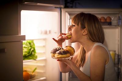 5 mẹo hay giúp thay đổi thói quen ăn đêm