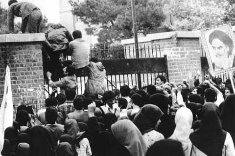Sinh viên Iran tấn công tòa đại sứ Mỹ