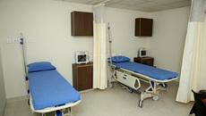 Cuộc họp kín của ông chủ phòng khám và nữ y tá