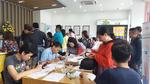Sợ bị khóa SIM, người dân đổ xô đăng ký thông tin thuê bao