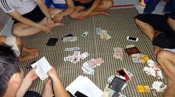 Bắt phó chủ tịch xã đánh bạc tại nhà riêng