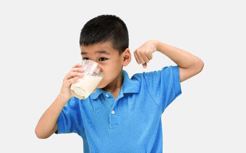 Công thức 4-3-2-1: cân bằng dinh dưỡng và vận động cho trẻ