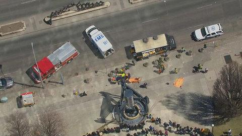 Kinh hãi hình ảnh xe điên tông chết nhiều người ở Canada