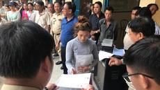 Trao thẻ ngoại kiều cho người gốc Việt ở Campuchia