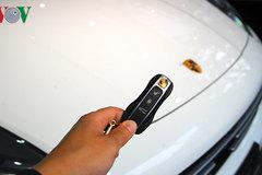 Cách khởi động xe khi chìa khóa thông minh ô tô hết pin