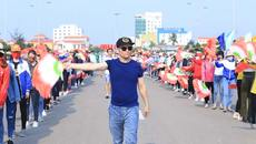 Người dân háo hức tham dự tổng duyệt Carnaval Đồng Hới 2018