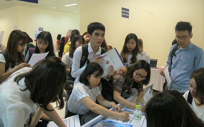 sinh viên sư phạm,thất nghiệp,hội chợ việc làm