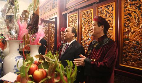 Thủ tướng dâng hương đền Hùng
