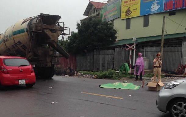 Hà Nội: 2 người tử vong dưới gầm xe bồn