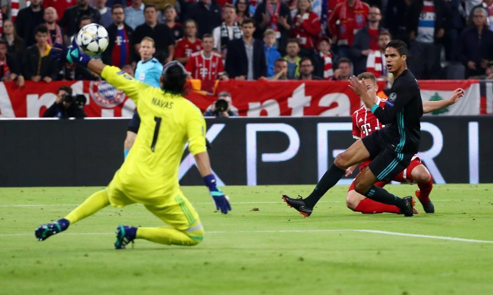 Ronaldo nổi điên với Navas, đòi Real ký ngay De Gea