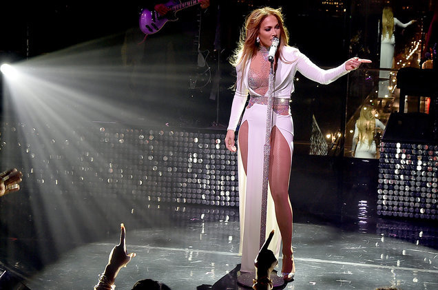 Jennifer Lopez được vinh danh là biểu tượng Pop của năm