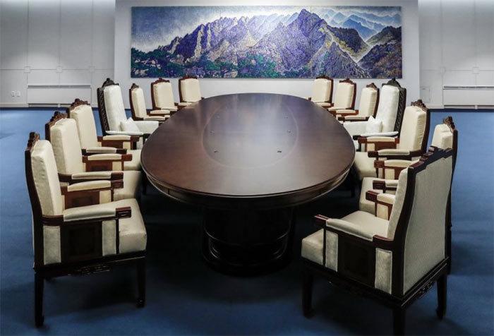 Hé lộ chi tiết thú vị khi Kim Jong Un gặp Tổng thống Hàn