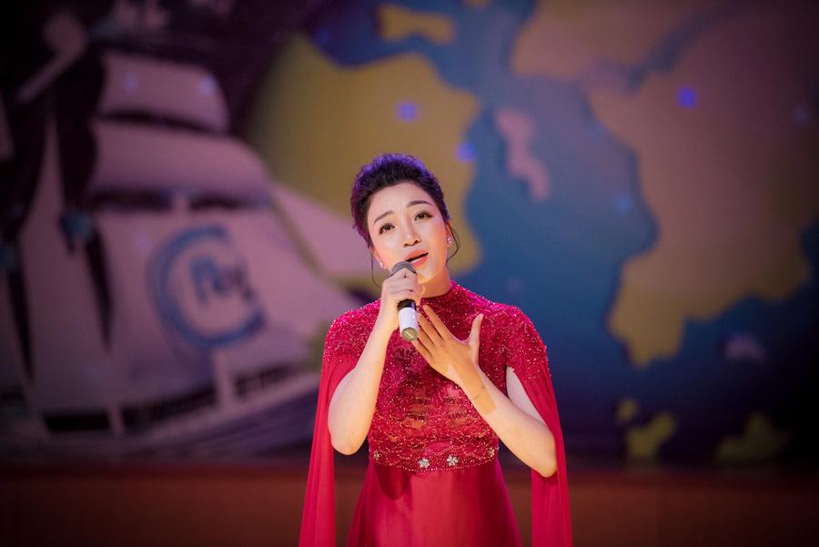 Phạm Thu Hà đầy cuốn hút khi cover loạt ca khúc kinh điển