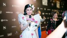 Hoa hậu Emily Hồng Nhung diện đầm hoa hồng đến VIFW