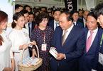 Thủ tướng thăm gian hàng Việt Nam tại Hội chợ FHA 2018