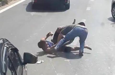 Đấu võ 'boxing' sau va chạm giao thông ở Sài Gòn