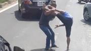 Va chạm giao thông, tài xế đấu võ 'boxing' náo loạn đại lộ ở Sài Gòn