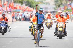 Giải xe đạp TH TPHCM: Hoàng Sang bất ngờ thắng chặng
