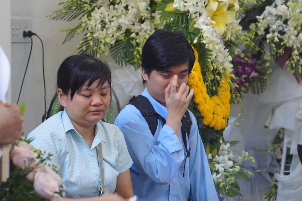 Hoa và nước mắt tiễn biệt Giám đốc thư viện sách nói Hướng Dương