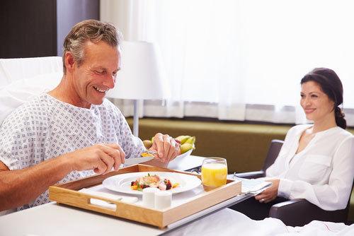 Bổ sung dinh dưỡng hợp lý sau phẫu thuật, ốm lâu ngày