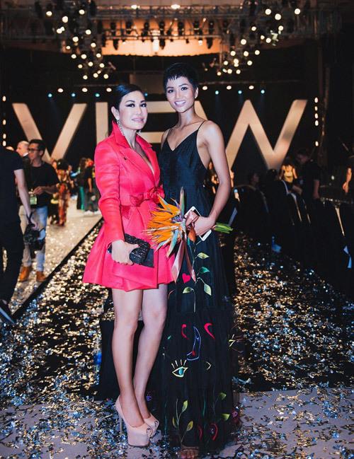 Doanh nhân Valencia Trần ấn tượng trên thảm đỏ VIFW 2018