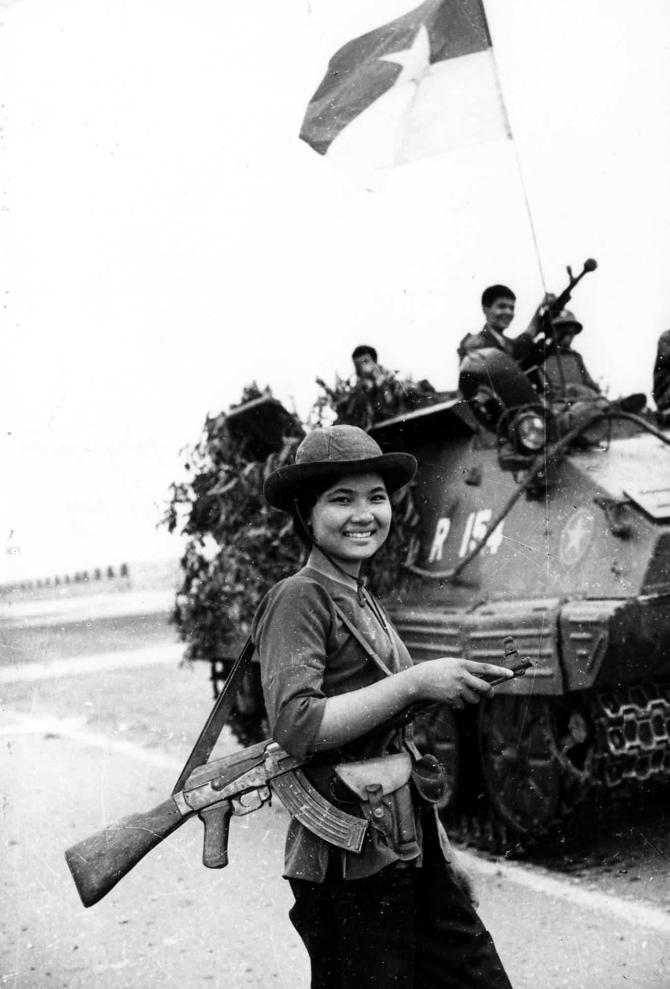 Giải phóng miền Nam thống nhất đất nước,Ngày 30/4/1975,Phóng viên chiến trường,Dinh Độc Lập,TP.HCM,Sài Gòn
